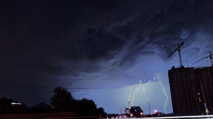 Peringatan Dini BMKG Hari Ini, Senin 26 April 2021: Waspada Cuaca Ekstrem di 19 Wilayah